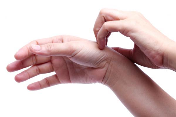 provoacă inflamația articulației tratamentului degetelor mari)